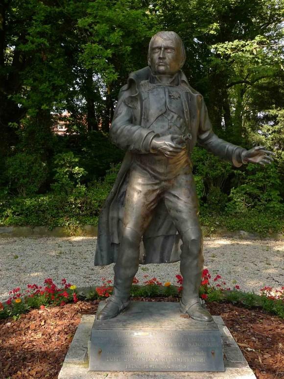 Patung Napoleon di samping markasnya, di Waterloo. sumber: pribadi